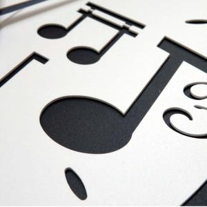 Orologio musica nero e bianco con note musicali