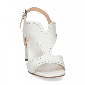 Andrea Schuster sandalo pelle bianca borchiette-2