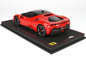Ferrari SF90 Stradale Rosso Corsa 322 With Case 1/18