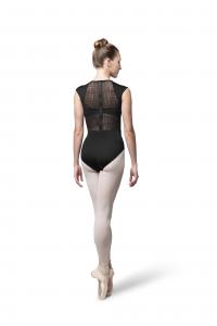 Il body Bloch Layla con manichetta ,inserti mesh , scollo a cuore e zip dietro