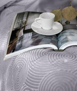 Trapunta Estiva Matrimoniale 270x270 cm in tessuto Jaquard imbottitura 100 gr Elegante Quilt con decorazioni e ricami | Vertigo
