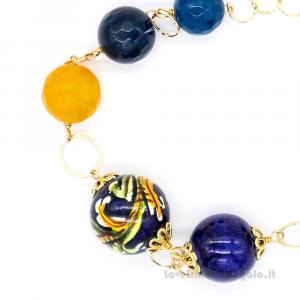 Bracciale con agata blu e gialla e sfere in ceramica di Caltagirone - Gioielli Siciliani