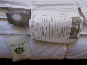 GF. FERRARI, TRENTO, Piumino d' oca 100%, Imbottitura 100% Cotone. Peso 300 gr/mq