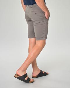 Bermuda chino tortora in gabardina di cotone stretch