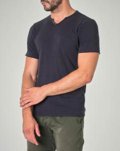 T-shirt blu serafino in cotone fiammato con taschino a filo