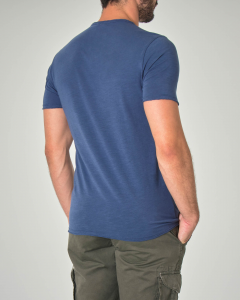 T-shirt blu indaco serafino in cotone fiammato con taschino a filo