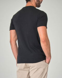T-shirt nera in cotone fiammato con taschino