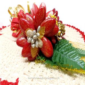 Centrino natalizio beige e rosso ad uncinetto 35x29 cm e Fiori confetti Sulmona - Handmade - Italy