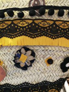 Borsa artigianale con decori fatti a mano