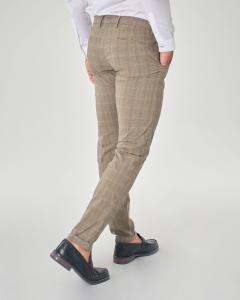Pantalone chino tortora principe di Galles in cotone stretch con una pinces