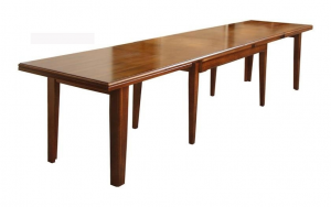 Extendable rectangular dining table