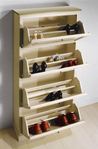 Lacquered shoe rack with decorations