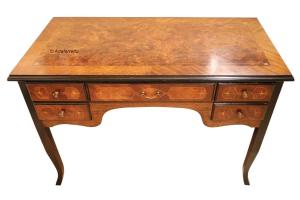 Precious inlaid desk in wood