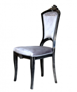 Solid dining chair with carvings