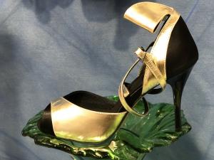 Scarpa con tacco a stiletto da Tango argentino