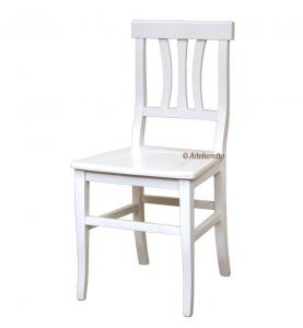 Silla clásica con asiento de madera