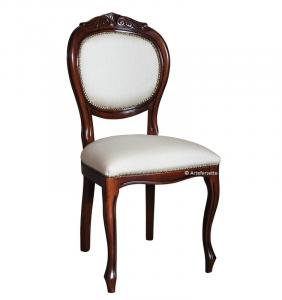 Stuhl mit Schnitzarbeit Klassisch