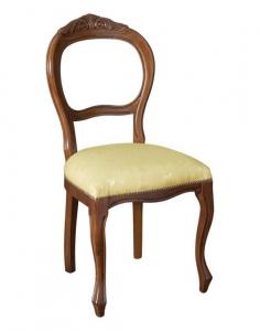 Eleganter Stuhl mit Schnitzarbeit