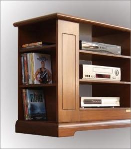TV-Regal im Stil aus Holz