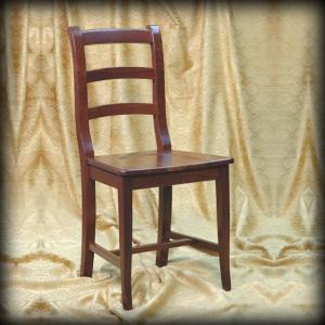 klassischer Stuhl Holzsitz Esszimmer