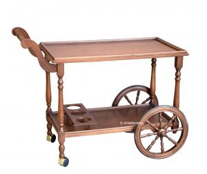 Klassischer Servierwagen auf Rollen aus Holz
