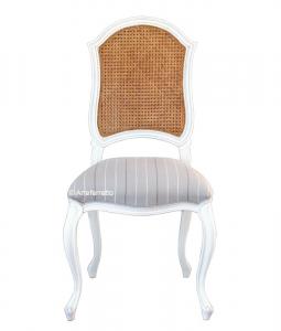 Klassischer Stuhl mit Stroh
