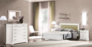 Doppelbett mit gepolsterten Kopfende