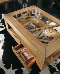 Couchtisch aus Eschenholz mit Glasplatte