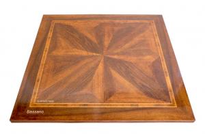 Table carrée marquetée avec rallonges