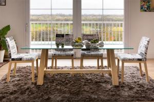 Table en chêne dessus en cristal