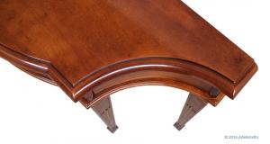Console sculptée avec tiroir