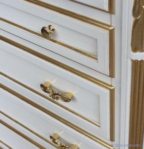 Chiffonnier 7 tiroirs laqué et feuille d'or
