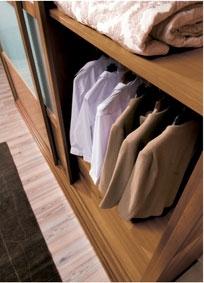 Armoire garde-robe en bois