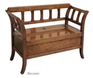 Sitzbank mit Klappe aus Holz
