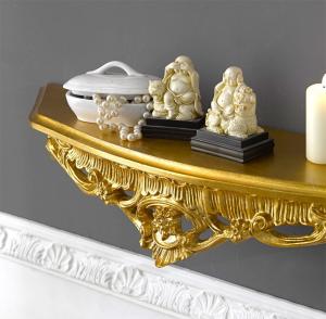 Goldene Wandkonsole geschnitzt in Goldblatt