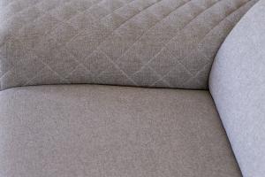 DEFOREST - Divano letto a cassettone o carrello con penisola in tessuto tecnico e braccioli trapuntati