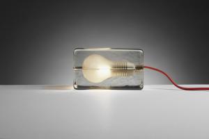Lampada da tavolo in vetro Block Lamp, Design House Stockholm
