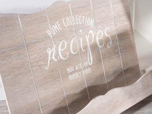Quattro leggii porta ricette in legno decorato con scritte