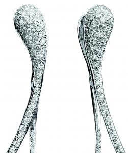 Orecchini cm. 7 in oro bianco e diamanti
