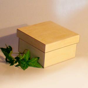 Scatola classica piccola con base quadrata e coperchio a incastro