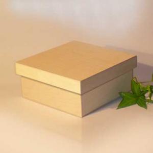 Scatola classica media con base quadrata e coperchio a incastro