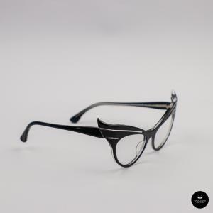 Ecole de lunetiers,  EMANUELLE