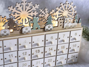 Calendario dell'Avvento legno con 24 cassettini e luci led