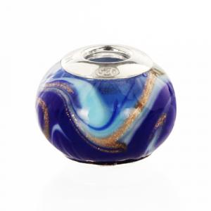 Perla di Murano stile Pandora Fenicio Ø13. Vetro blu lapis, azzurro e avventurina. Borchia argento 925. Foro passante.