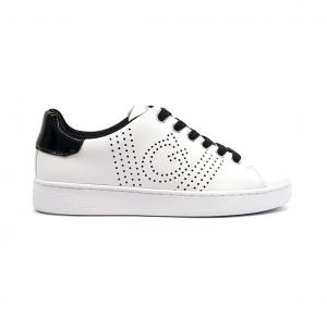 Sneaker bianca con traforature Guess