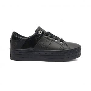 Sneaker nera con logo impresso Guess