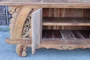 Credenza bassa in legno di teak con intagli floreali