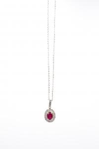 Collana con Rubino ovale e Diamanti