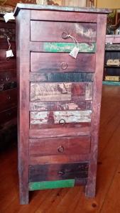 Cassettiera alta in legno di teak indiano