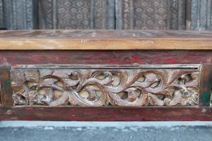 Consolle in legno di teak con tre cassetti intagliati